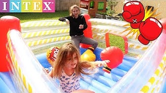 FIGHT ! Les filles s'affrontent sur un ring de boxe gonflable ! Aire de jeu INTEX - Outdoor
