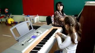 Обучение игре на фортепиано в детском саду.