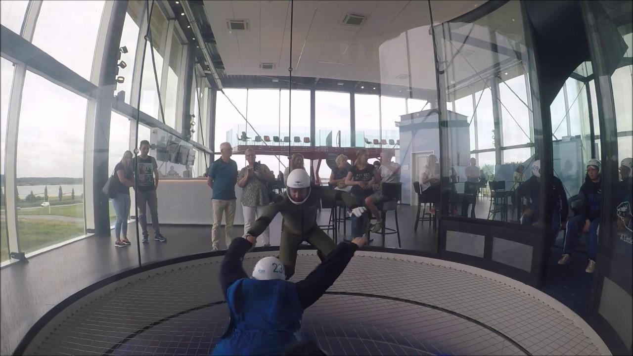 Een indoor skydive sessie bij City Skydive Utrecht - YouTube