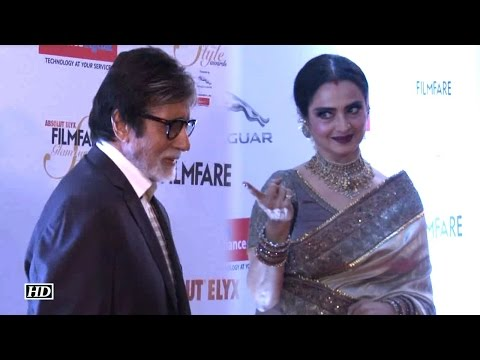Watch How Rekha WELCOMED Big B At Filmfare Awards Red Carpet