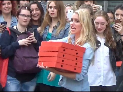 Claire HOLT gives pizzas to Fans @ Paris 28 may 2016 - Mai - France