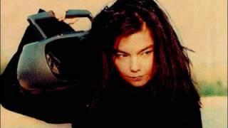 Björk - Um Akkeri (The Anchor Song)