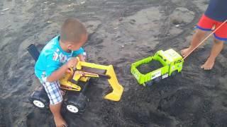 Main excavator di pantai ketewel gianyar