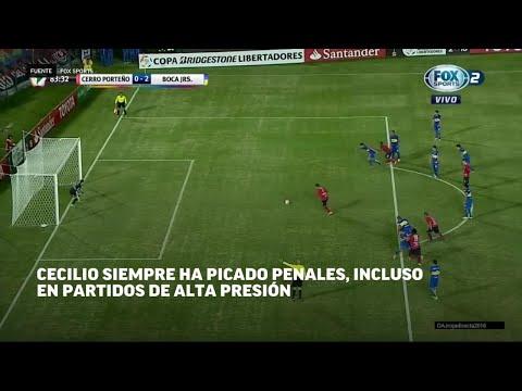 La sangre fría de Cecilio Domínguez, marcando donde chutaba un penal. LN