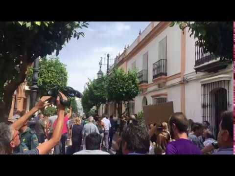 Agricultores del entorno de Doñana increpan y abuchean a Susana Díaz