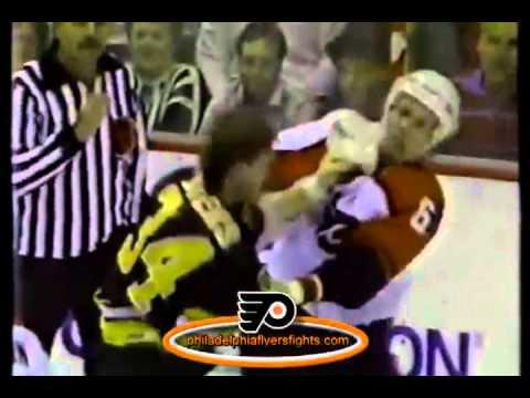 051 Nov 29, 1988 Lyndon Byers vs Jeff Chychrun Boston Bruins vs Philadelphia Flyers