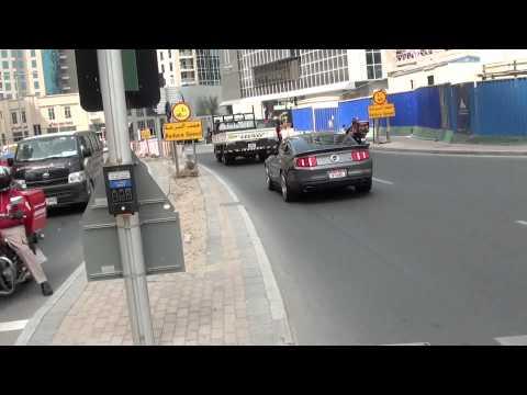 Ford Mustang Shelby GT 500 - nice sound - Dubai Marina