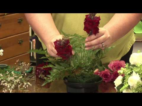 Floral Arrangements : How to Make a Dining Table Floral Arrangement