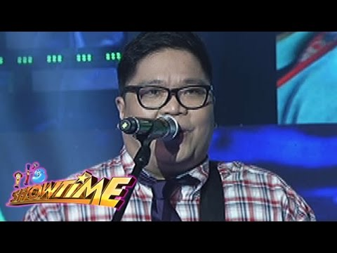 It's Showtime: Itchyworms sing
