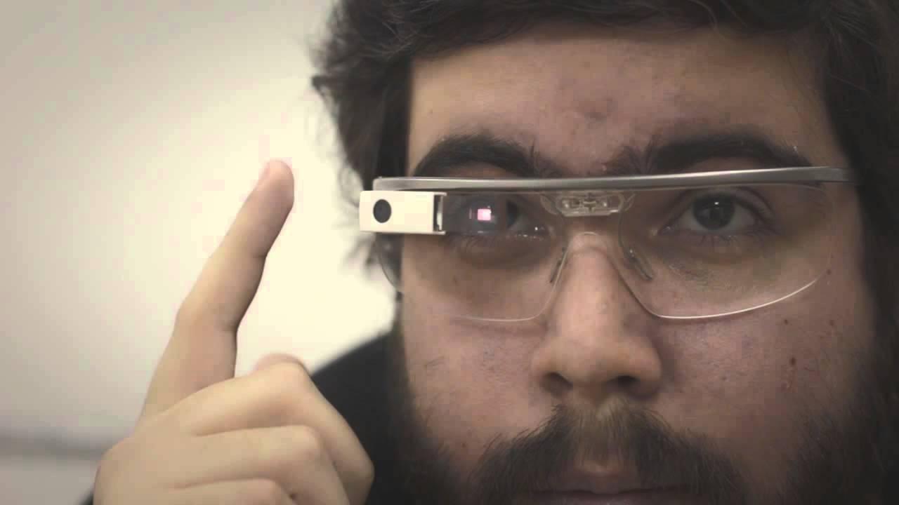 Usando o Google Glass  os detalhes do óculos do Google - YouTube 7a3a3278fe