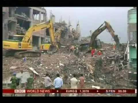 Bangladesh building collapse death toll reaches 700