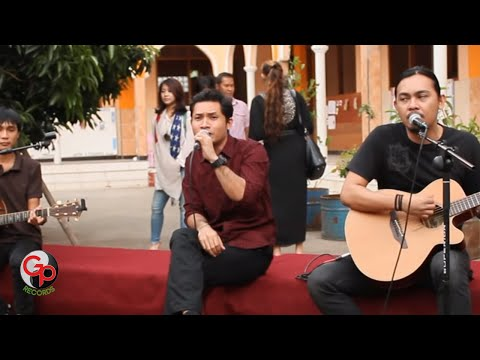 Sempurna (Live Version Acoustic) - Andra And The Backbone