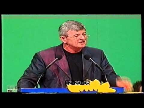 Joschka Fischer auf dem Kosovo-Sonderparteitag in Bielefeld 1999