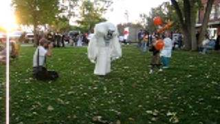 Yeti scares children - funny abominable snowman halloween costume