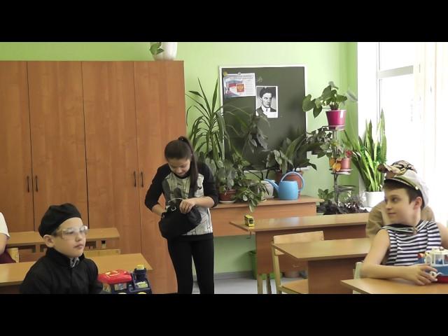 Изображение предпросмотра прочтения – ФараСулаймонова читает отрывок изпроизведения «Кем быть?» В.В.Маяковского