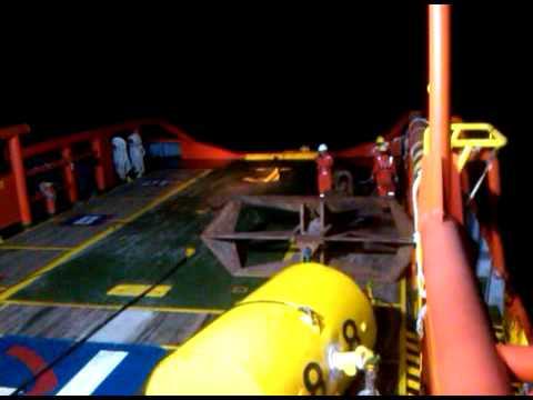 prosess penurunan buoy on AHT job