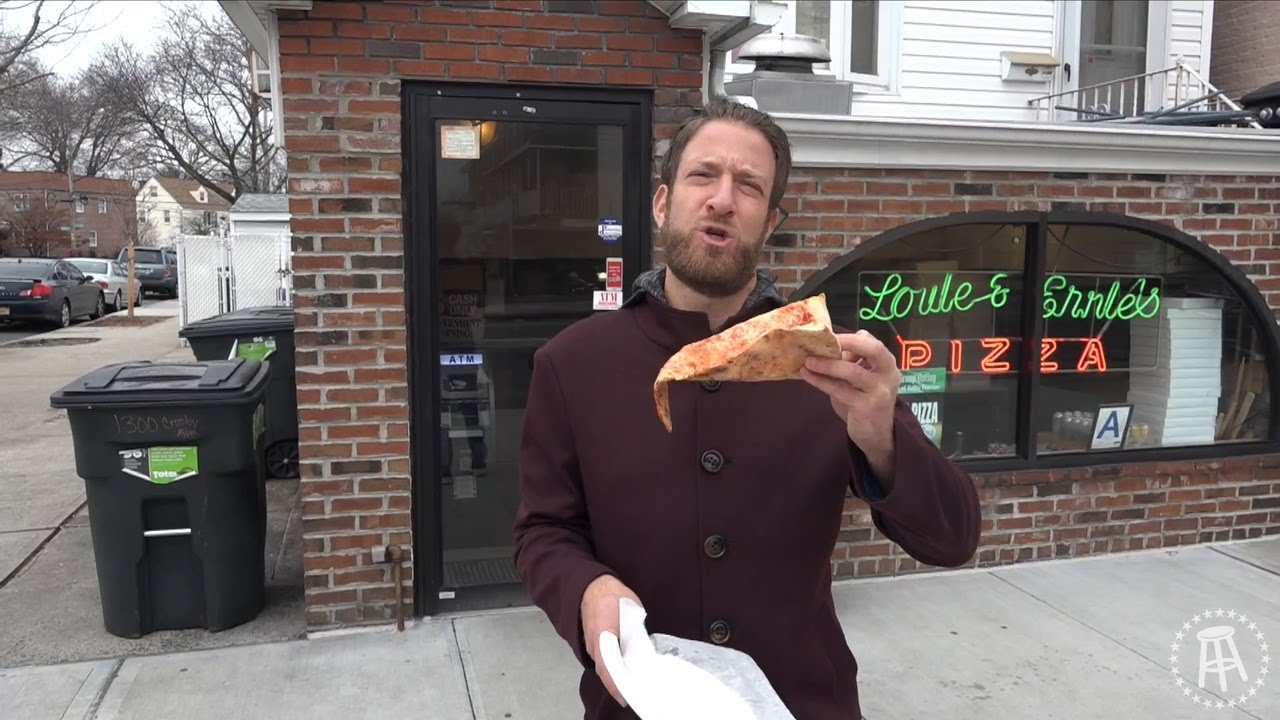 barstool-pizza-review-louie-ernie-s-bronx-ny