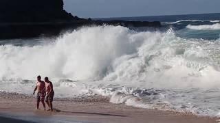 ОГРОМНЫЕ ВОЛНЫ  затянули нас в Океан!!!