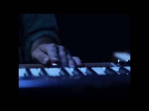 """Aero Flynn - """"Plates2"""" Live"""