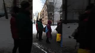 Смотреть видео В Москве как в советские союс очередь в Москве онлайн
