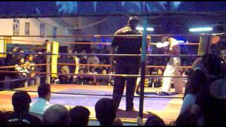 Taekwon-Do Vs. Kick boxing  Carlos Gutierrez vs Wilmar Neira (primer round)