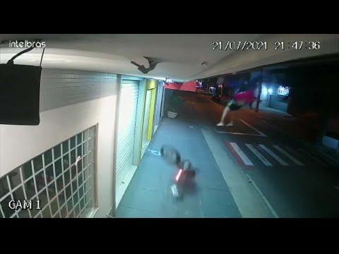 Motoboy é arremessado de sua moto em Cachoeiro