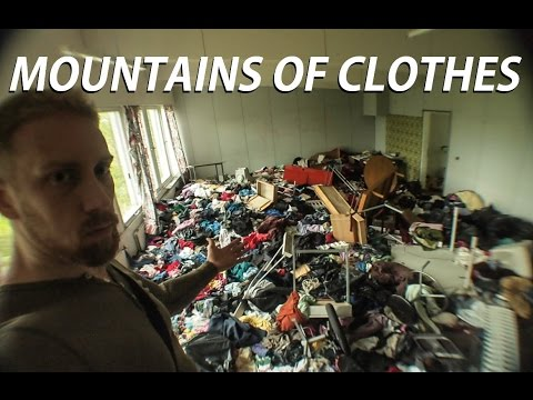 Abandoned Clothes House / this is INSANE! (Urban Exploration)