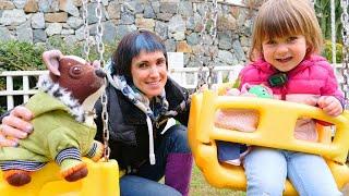 Бьянка и Маша Капуки на детской площадке Игры с детьми Привет Бьянка