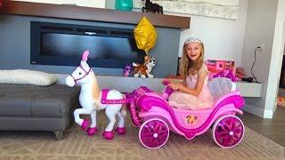 En el baile en pijama Polina quiere ser la más bella princesa.