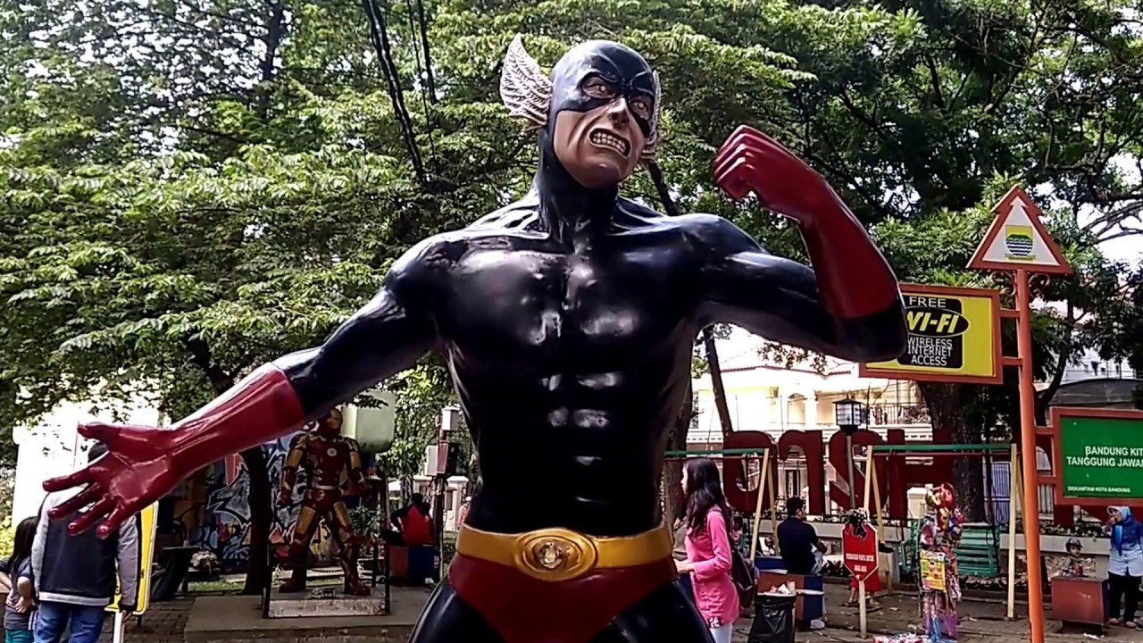 Superhero yang ada di Taman Superhero, salah satu taman di Bandung ramah anak