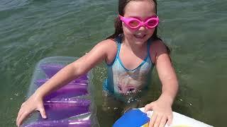 Şişme deniz oyuncaklarıyla eğlenelim dedik!! #havuzpartisi