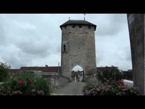"""Pont Vieux""  mit mittelalterlichem Brückenturm (13.Jh) in Orthez (Pyrénées-Atlantiques) - France"