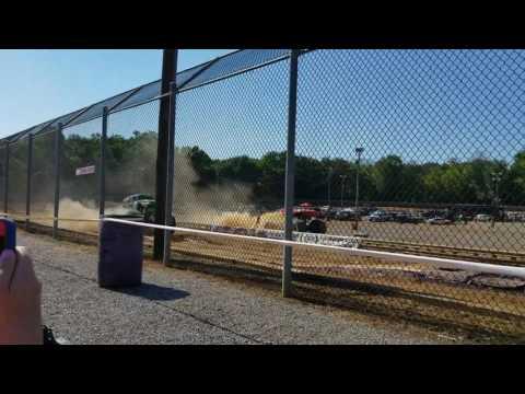 Carolina Crusher last race of career! Hagerstown Speedway Monster Jam Race 7/30