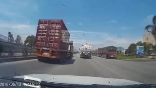 Những cảnh tai nạn giao thông kinh hoàng được camera hành trình quay lại