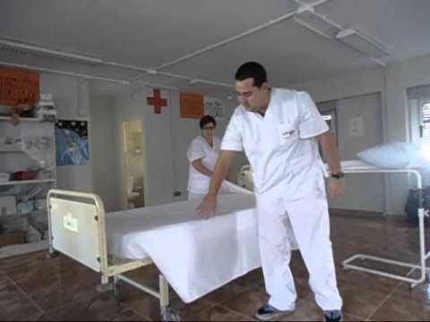 Como hacer la cama hospitalaria marco antonio youtube for Cama cerrada