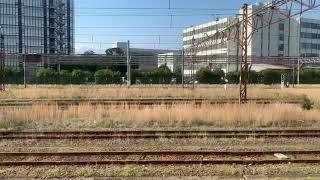 JR鶴見線昭和駅を入線.発車する列車。
