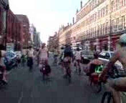 World Naked Bike Ride Manchester: 8th June 2007 (8 of 12)