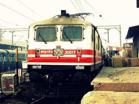 Mahamana Express:P5 Luxurious 110 kmph Full Journey cutting heavy Fog [Sultanpur-Varanasi Strech]