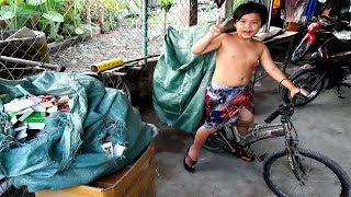 Cảm động trước sự hiếu thảo của cậu bé 9 tuổi nhặt ve chai để giúp mẹ mưu sinh - PhuTha vlog