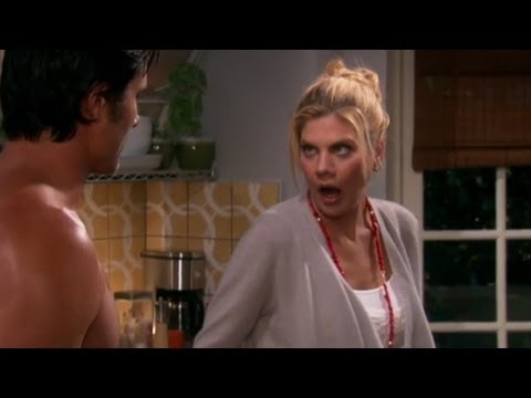 Kristen Johnston as Holly on 'The Exes'