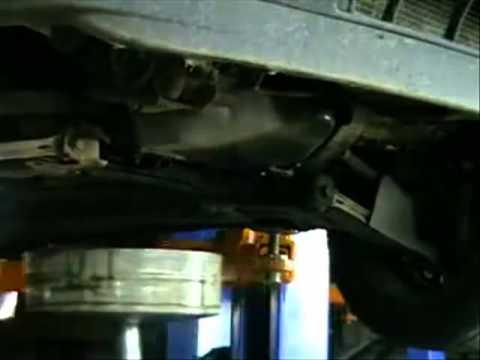 Замена масла в двигателе автомобиля.mp4