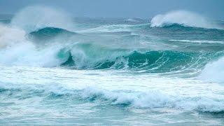 Болгария .  Черное море.  Курорт Дюны.   Волны и морская пена.