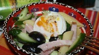 Салат с пенне ригате, ветчиной, маслинами и яйцом пашот-Pasta penne rigate con jamón