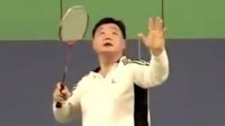 杀球技巧(五)左手帮助平衡和增加力量,而不是指向来球 Smash Skills 5