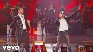 Maluma - Felices los 4 (En Vivo Premios Juventud 2017) ft. Marc Anthony