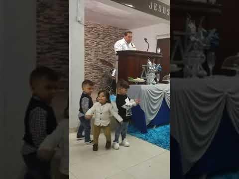 Pastor André de moura pregando na igreja evangélica Filadélfia  da Brandoa