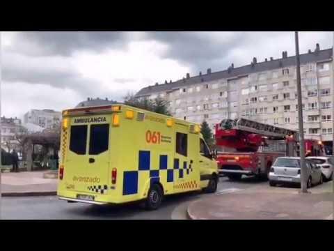 Los bomberos intervienen en un conato de incendio en la Praza Viana do Castelo