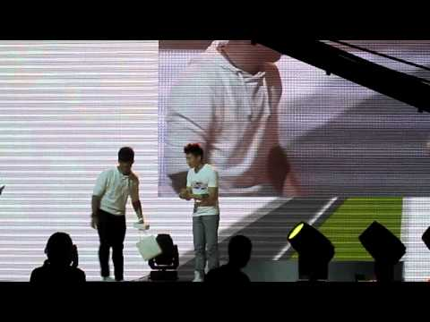 HTC LIKES AWARDS - JAY PARK GIVING OUT PHONE TO HIGHEST BIDDER (FANCAM)