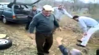 Abueletes en el campo bailando a ritmo Shake Senora - Pitbull, T-Pain & Sean Paul