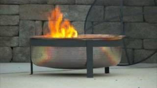 Wirkungsvolle Feuerstelle Poolbereich